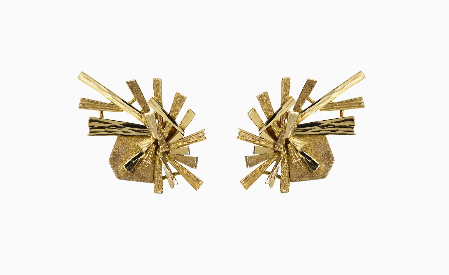 Spark cluster earrings in 18-ct yellow gold, by Dalia Daou